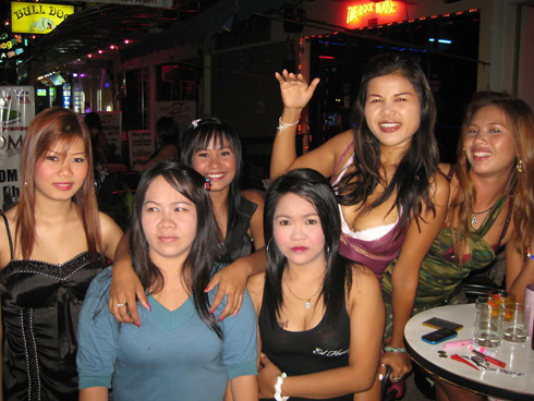 Pattaya girls of 3som bar in Soi LK Metro